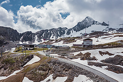 THEMENBILD - das Alpincenter und der Gipfel am Kitzsteinhorn, aufgenommen am 16. Juli 2019 in Kaprun, Österreich // the Alpincenter and the summit at the Kitzsteinhorn, Kaprun, Austria on 2019/07/16. EXPA Pictures © 2019, PhotoCredit: EXPA/ JFK