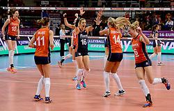 08-01-2016 TUR: European Olympic Qualification Tournament Nederland - Italie, Ankara<br /> De volleybaldames hebben op overtuigende wijze de finale van het olympisch kwalificatietoernooi in Ankara bereikt. Italië werd in de halve finales met 3-0 (25-23, 25-21, 25-19) aan de kant gezet / Vreugde bij Nederland