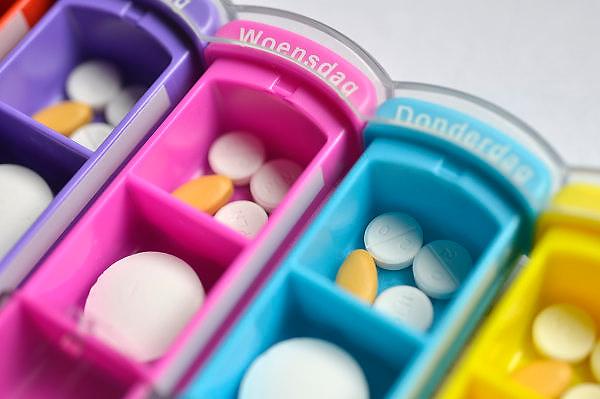 Nederland, Nijmegen, 11-5-2014Een pillendoosje met zeven vakjes medicijnen voor de dagen van de week.Foto: Flip Franssen