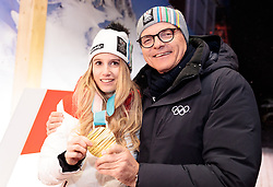 22.02.2018, Austria House, Pyeongchang, KOR, PyeongChang 2018, Medaillenfeier, im Bild Anna Gasser (AUT) mit ihrer Goldmedaille, ÖOC Präsident Karl Stoss // gold medalist and Olympic champion Anna Gasser of Austria shows her gold medal President of Austrian Olympic Committee Karl Stoss during a medal celebration of the Pyeongchang 2018 Winter Olympic Games at the Austria House in Pyeongchang, South Korea on 2018/02/22. EXPA Pictures © 2018, PhotoCredit: EXPA/ Johann Groder