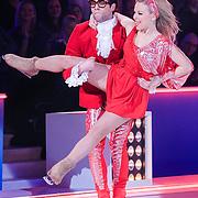 NLD/Hilversum/20130126 - 5e Liveshow Sterren Dansen op het IJs 2013, Paul Turner en schaatspartner Scarlett Rouzet