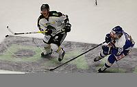 Ishockey , 15. september 2016 , Eliteserien , Get-ligaen , Stavanger Oilers - Sparta <br />Tommy Kristiansen of Stavanger Oilers in action v Christopher Henriksen of Sparta. Foto: Andrew Halseid Budd , Digitalsport