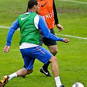 AUS/Seefeld/20100529 - Training NL Elftal WK 2010, Frank de Boer in duel met Gregory van der Wiel