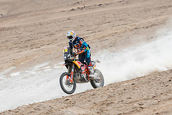 Matthias Walkner (AUT) of Red Bull KTM Factory Team races during stage 04 of Rally Dakar 2019 from Arequipa to o Tacna, Peru on January 10, 2019 // Marcelo Maragni/Red Bull Content Pool // AP-1Y39EN68S1W11 // Usage for editorial use only // Please go to www.redbullcontentpool.com for further information. //