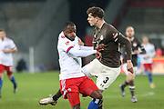 Fussball: 2. Bundesliga, FC St. Pauli - Hamburger SV, Hamburg, 01.03.2021<br /> Dabid Kinsobi (HSV, l.) - James Lawrence (Pauli)<br /> © Torsten Helmke