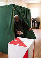09.10.2011 Krynki woj podlaskie  Wybory Parlamentarne 2011 n/z glosowanie w OKW nr 4 fot Michal Kosc / AGENCJA WSCHOD