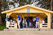 28-05-2016 Foto's van de kruisfinales in de hoofdklasse van de NGF Competitie 2016.<br /> Foto: In de schuilhutten vanwege onweer. Genomen tijdens Finaleweekend NGF Hoofdklasse 2016 bij Goyer Golf & Country Club in Eemnes, Nederland.