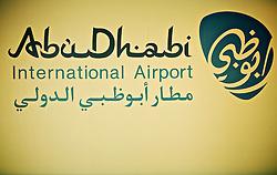O Aeroporto Internacional de Abu Dhabi (árabe: مطار أبو ظبي الدولي) está localizado na capital dos Emirados Árabes Unidos. O aeroporto é um dos aeroportos com mais rápido crescimento no mundo em termos de passageiros (34% : 2008), novas Linhas aéreas, e desenvolvimento das infra-estruturas. FOTO: Jefferson Bernardes/Preview.com