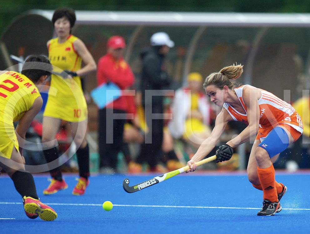 ARNHEM - Nederland v China vrouwen oefen interland<br /> Foto: Ellen Hoog terug in het Nederlands elftal duel met  Mengyu Wang.<br /> FFU PRESS AGENCY COPYRIGHT FRANK UIJLENBROEK