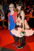 Premiere Patatje Oorlog tijdens de Opening van het Cinekid Festival in de Gashouder op het Westergasterrein in Amsterdam.<br /> <br /> Op de foto:  Kee Ketelaar en Pippa Allen
