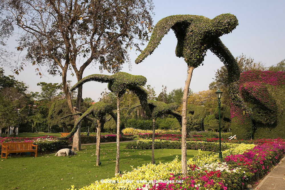 Topiary Birds at the Sofitel Hua Hin - The artful topiary at the Sofitel Hua Hin Resort are an attraction in themselves, whether or not you stay at this landmark hotel, formerly called the Railway Hotel.