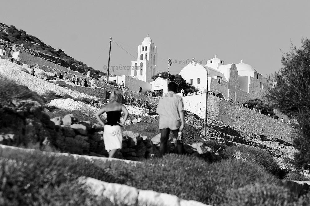 Grecia,Folegandros: Processione Ortodossa alla chiesa di Panaghia