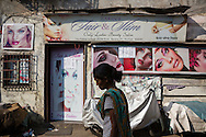 Fair & Slim, en skönhetsalong i stadsdelen Bandra West i Mumbai som erbjuder ansiktsblekning. Indien
