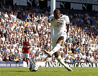 Photo: Olly Greenwood.<br />Tottenham Hotspur v Arsenal. The FA Barclays Premiership. 15/09/2007. Spurs Darren Bent misses a chance to score