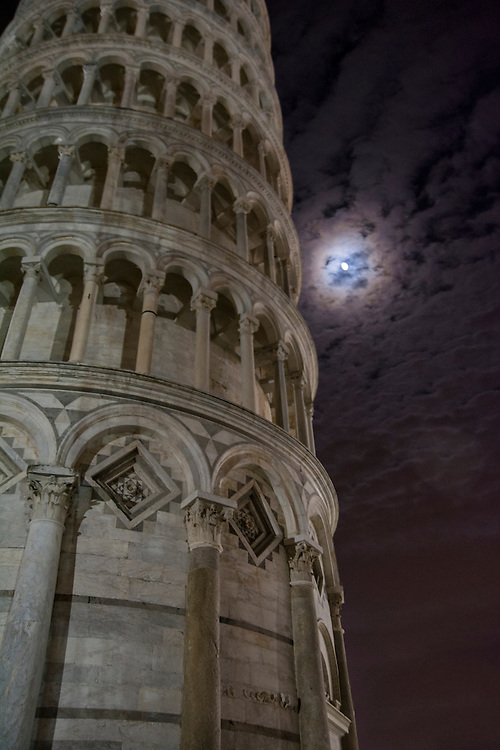 The tower in Pisa at night.