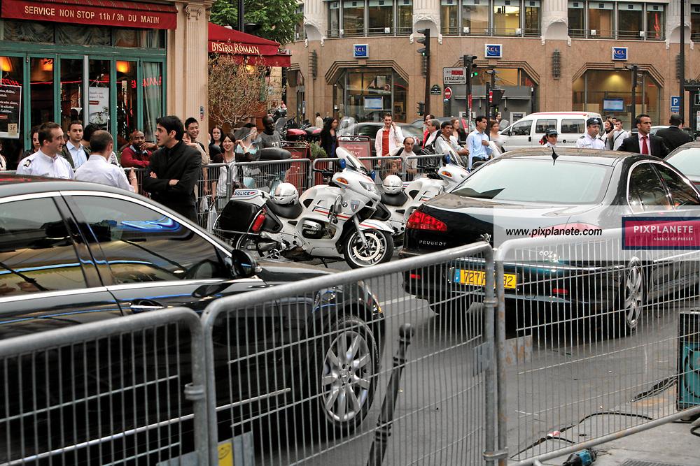 Impressionnante escorte pour Antonio Banderas et Cameron Diaz à l'occasion de leur venue à Paris. Avant Première à Paris du troisième volet de Shrek - 7/6/2007 - JSB / PixPlanete