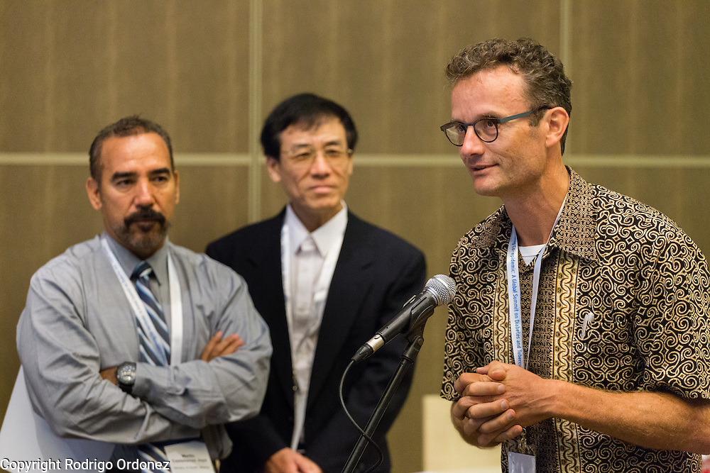 Dr Reinout van Crevel, Infectious Disease Specialist for the TANDEM consortium (right), asks a question at the global summit on diabetes and tuberculosis in Bali, Indonesia, on November 3, 2015.<br /> The increasing interaction of TB and diabetes is projected to become a major public health issue.The summit gathered a hundred public health officials, leading researchers, civil society representatives and business and technology leaders, who committed to take action to stop this double threat. (Photo: Rodrigo Ordonez for The Union)