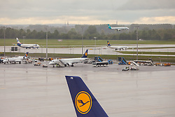 THEMENBILD, Airport Muenchen, Franz Josef Strauß (IATA: MUC, ICAO: EDDM), Der Flughafen Muenchen zählt zu den groessten Drehkreuzen Europas, rund 100 Fluggesellschaften verbinden ihn mit 230 Zielen in 70 Laendern, im Bild Seitenruder einer Lufthansa Maschine mit Logo, dahinter  Flugzeuge in der Warteschleife // THEME IMAGE, FEATURE - Airport Munich, Franz Josef Strauss (IATA: MUC, ICAO: EDDM), The airport Munich is one of the largest hubs in Europe, approximately 100 airlines connect it to 230 destinations in 70 countries. picture shows: Rudder of a Lufthansa plane with logo, behind aircraft in the queue, Munich, Germany on 2012/05/06. EXPA Pictures © 2012, PhotoCredit: EXPA/ Juergen Feichter