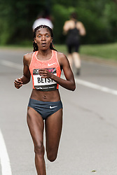NYRR Oakley Mini 10K for Women: Betsy Saina, Kenya, Nike