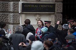 © Licensed to London News Pictures.04/01/2021, London, UK. Police disperse Julian Assange's supporters at the Old Bailey, central London, ahead of a judgement in his extradition case. Photo credit: Marcin Nowak/LNP