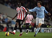 Photo: Paul Thomas/Sportsbeat Images.<br />Manchester City v Sunderland. The FA Barclays Premiership. 05/11/2007.<br /><br />Sunderland's Kenwyne Jones (L) holds off Dietmar Hamann.