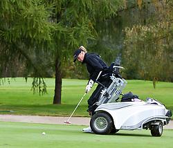 05.10.2010, Golfclub, Zell am See Kaprun, AUT, European Paragolf Championships 2010, im Bild Feature Paragolf eine Golf Spielerin in einem sogenannten Paragolfer, EXPA Pictures © 2010, PhotoCredit: EXPA/ J. Feichter
