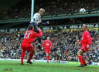 Fotball. Premier League. 27.04.2002.<br /> Tottenham v Liverpool.<br /> Steffen Iversen, Tottenham.<br /> Jamie Carragher og Sami Hyypia, Liverpool.<br /> Foto: Andrew Cowie, Digitalsport