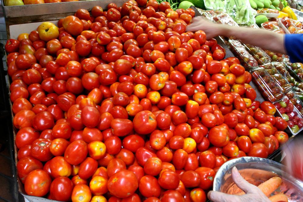 Belo Horizonte_MG, Brasil...Detalhe de tomates no Mercado Central...Detail of tomatoes in the Mercado Central...Foto: LEO DRUMOND / NITRO