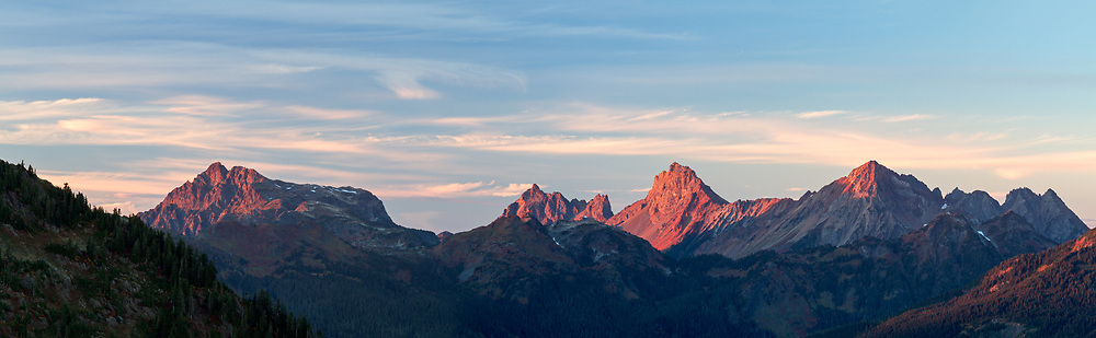 Tomyhoi and the Border Peaks of the North Cascade Mountains in Washington State, USA