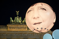 "24 SEP 2015, BERLIN/GERMANY:<br /> Ein Ballon der das Gesicht von Bundeskanzlerin Angela Merkel schwebt vor dem Brandenburger Tor, ONE.org Aktion ""Time to shine"" im Rahmen der NGO-Allianz action/2015, anl. der morgigen Bekanntgabe der neuen Globalen Ziele zur ARmutsbekaempfung der Vereinten Nationen in New York, Pariser Platz, Brandenburger Tor<br /> IMAGE: 20150924-01-047<br /> KEYWORDS: #LightTheWay, Armut"