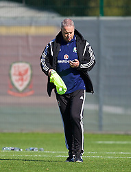 NEWPORT, WALES - Tuesday, October 7, 2014: Wales' coach Kit Symons during training at Dragon Park National Football Development Centre ahead of the UEFA Euro 2016 qualifying match against Bosnia and Herzegovina. (Pic by David Rawcliffe/Propaganda)