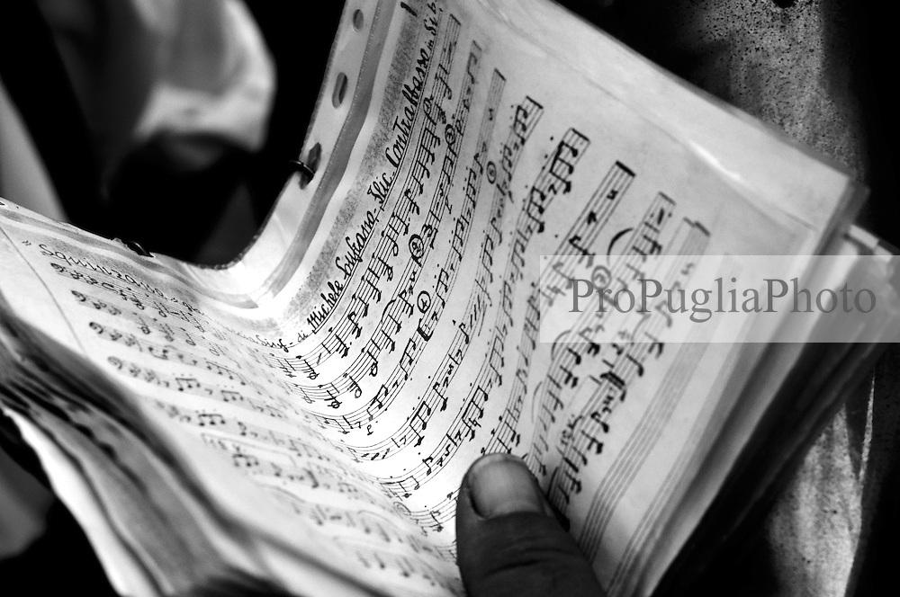 Un particolare degli spartiti di uno dei suonatori della banda musicale che segue la processione dell Madonna  Santa Maria della Stella in Ostuni
