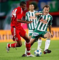 Fotball<br /> 19.07.2009<br /> Rapid Wien v Liverpool<br /> Foto: Gepa/Digitalsport<br /> NORWAY ONLY<br /> <br /> Bild zeigt David Ngog (Liverpool) und Markus Heikkinen (Rapid)