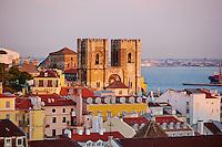 Portugal, Lisbonne, le quartier de l'Alfama et la catherale Sé // Portugal, Lisbon, Alfama and Sé Cathedral