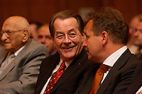 15 JUL 2004, BERLIN/GERMANY:<br /> Franz Muentefering (L), SPD Parteivorsitzender, Frank Bsirske (R), ver.di Vorsitzender,  im Gespraech, waehrend einem Festakt zum 100. Geburtstag von Karl Richter, langjähriges aktives Mitglied von Partei und Gewerkschaft, Rathaus Reinickendorf<br /> IMAGE: 20040715-01-010<br /> KEYWORDS: Franz Müntefering, Feier, Gespräch