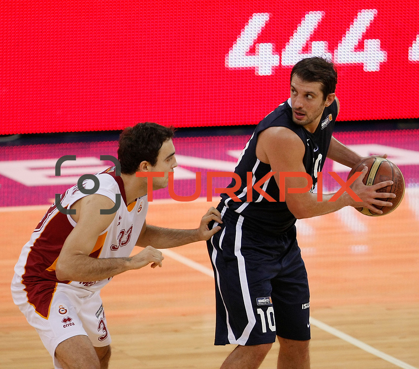 Galatasaray's Ender ARSLAN (L) and Anadolu Efes's Kerem TUNCERI (R) during their BEKO Basketball League derby match Galatasaray between Anadolu Efes at the Abdi Ipekci Arena in Istanbul at Turkey on Sunday, November 13 2011. Photo by TURKPIX