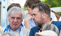 UTRECHT -  Andre Bolhuis met Jeroen de Bijl (KNHB) bij de  finale van de play-offs om de landtitel tussen de heren van Kampong en Amsterdam (3-1). COPYRIGHT  KOEN SUYK