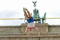 "05.09.2015, Brandenburger Tor, Berlin, GER, Leichtathletik Meeting, Berlin fliegt, im Bild Leonid Kivalov (RUS) // during the Athletics Meeting ""Berlin flies"" at the Brandenburger Tor in Berlin, Germany on 2015/09/05. EXPA Pictures © 2015, PhotoCredit: EXPA/ Eibner-Pressefoto/ Fusswinkel<br /> <br /> *****ATTENTION - OUT of GER*****"
