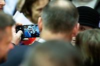 Kolno, woj. podlaskie, 09.01.2020. Wizyta Prezydenta RP Andrzeja Dudy. Prezydent wzial udzial w spotkaniu z mieszkancami powiatu kolnenskiego N/z prezydent Andrzej Duda pozuje do selfie z mieszkancami fot Michal Kosc / AGENCJA WSCHOD