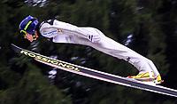 Hopp, 01.12.2001 Titisee-Neustadt, Deutschland,<br />Der Deutsche Sven Hannawald am Samstag (01.12.2001) beim Weltcup Skispringen in Titisee-Neustadt, Schwarzwald.<br />Foto: ÊJAN PITMAN/Digitalsport