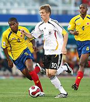 Fotball<br /> VM U17<br /> Foto: imago/Digitalsport<br /> NORWAY ONLY<br /> <br /> 20.08.2007 <br /> Toni Kroos (Deutschland U17, re.) gegen Eduar Zea (Kolumbien U17)<br /> <br /> Tyskland v Colombia