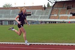 REPORTAGE;TRAINING VOLLEYBAL DAMES ;22 JUNI 2004;AMSTERDAM<br /> <br /> Training Dames in het Olympisch Stadion<br /> <br /> ©2004-www.fotohoogendoorn.nl-RHD01