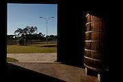 Patos de Minas_MG, Brasil..Cachacaria em Patos de Minas que fabrica aguardente para exportacao. Na foto Barril de cachaca...Cachaca factory in Patos de Minas, which manufactures cachaca for export. In the photo barrel of cachaca...Foto: LEO DRUMOND / NITRO