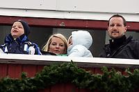 Hopp, 13. mars 2005, Verdenscup, Oslo, <br /> Ski-jumping, 13.03.05. Word Cup,<br /> Kongefamilien her ved Kronprins Haakon, Kronprinsesse Mette-Marit,  prinsesse Ingrid Alexandra og Marius Borg Høiby