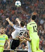 Valencia's Shkodran Mustafi and KAA Gent's Stefan Mitrovic during Champions league match. October 20, 2015. (ALTERPHOTOS/Javier Comos)