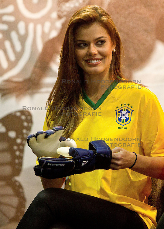 30-06-2010 VOETBAL: FIFA WORLDCUP 2010 MISS WORLD PENALTY SHOOTOUT: JOHANNESBURG<br />  Miss Brazil Luciana Reis at Miss World contestants from the quarter finals FIFA World Cup 2010 at AIPS glamour event <br /> ©2010-FRH- NPH/ Vid Ponikvar (Netherlands only)