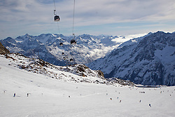20.10.2013, Rettenbach Ferner, Soelden, AUT, FIS Ski Alpin, Training US Ski Team, im Bild Uebsersicht // Uebsersicht during the US Ski Team pre season training session on the Rettenbach Ferner in Soelden, Austria on 2013/10/20. EXPA Pictures © 2013, PhotoCredit: EXPA/ Mitchell Gunn<br /> <br /> *****ATTENTION - OUT of GBR*****