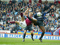 Fotball - Premier League 2002/2003<br /> 19.04.2003<br /> Aston Villa v Chelsea<br /> Marcus Allbäck - Villa<br /> Marcel Desailly - Chelsea<br /> Foto: Digitalsport