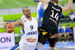 04.09.2013, Hala Tivoli, Ljublijana, SLO, Eurobasket EM 2013, Frankreich vs Deutschland, im Bild Tony Parker #9 of France and Andreas Seiferth #14 of Germany // during the Eurobasket EM 2013 match between France and Germany at Hala Tivoli in Ljubljana, Slowenia on 2013/09/04. EXPA Pictures © 2013, PhotoCredit: EXPA/ Sportida/ Urban Urbanc<br /> <br /> ***** ATTENTION - OUT OF SLO *****