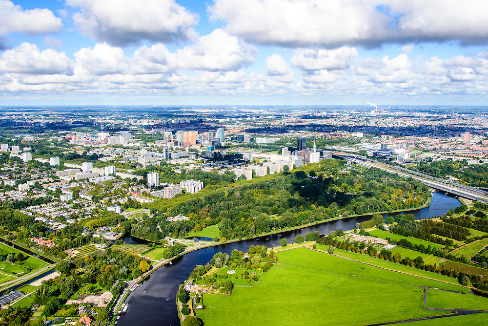 Nederland, Noord-Holland, Amsterdam, 27-09-2015; Buitenveldert en Zuid-as gezien vanaf de Amstelmet aan de rivier het  Amstelpark. <br /> Buitenveldert neighborhood in the South of Amsterdam.<br /> luchtfoto (toeslag op standard tarieven);<br /> aerial photo (additional fee required);<br /> copyright foto/photo Siebe Swart